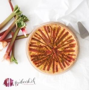 rhabarber mit griess als kuchen, saisonaler rhabarberkuchen