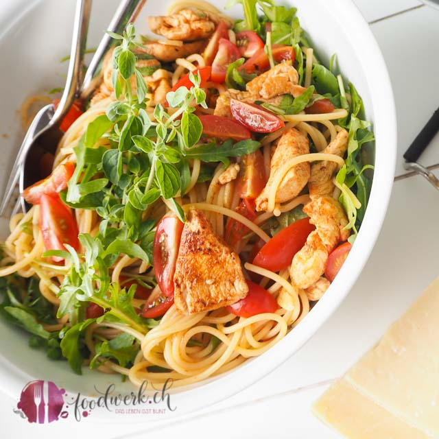 Spaghetti mit Ruccola und Hähnchenstreifen. Ein einfaches Rezept, wenn es schnell gehen muss