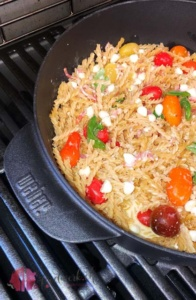 One Pot Grill Pasta auf Weber Grill