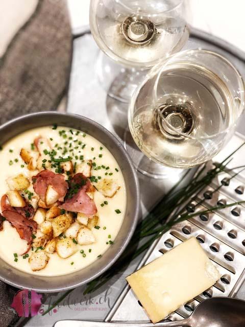 Emmentaler Suppe mit Weisswein