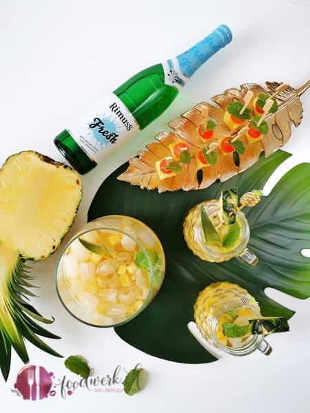 Ananas Bowle mit Ananas Spiesse