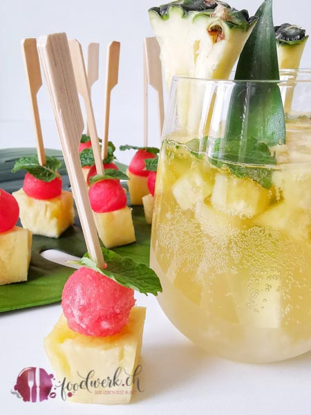 Ananas Bowle mt Rimuss Fresh und Ananas Spiess