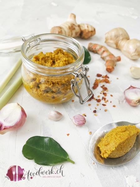 Curry Paste mit Zutaten