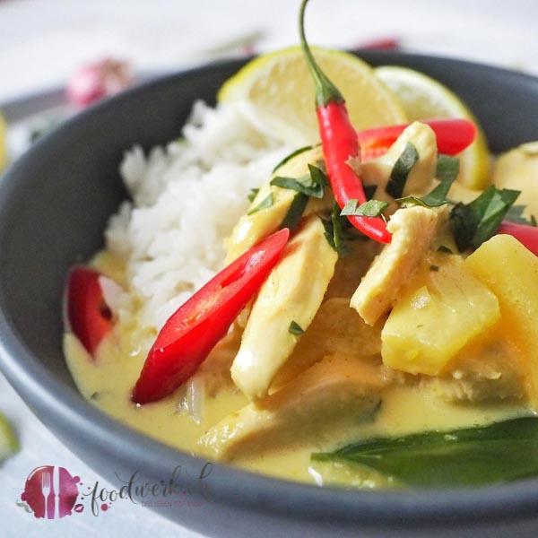 Poulet mit Curry nah