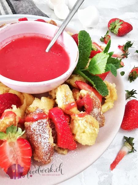 Erdbeersauce und Kaiserschmarrn