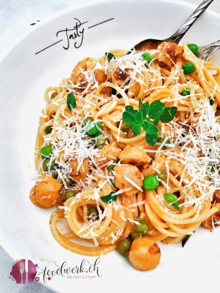 Rezept für Familien. Brätkügeli mit Spaghetti und Erbsen
