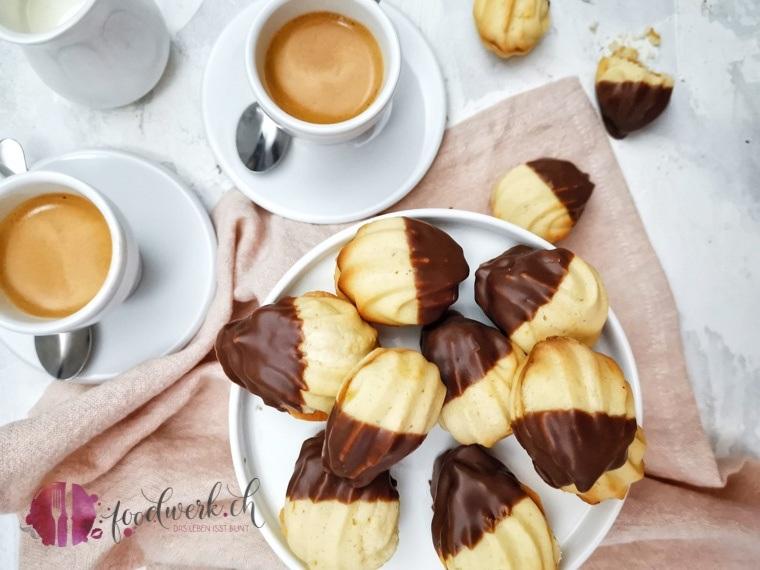 Klassischer Keks mit Marmelade und Schokoladenglasur. In der Schweiz wird das Gebäck als Züri Nüssli bezeichnet.