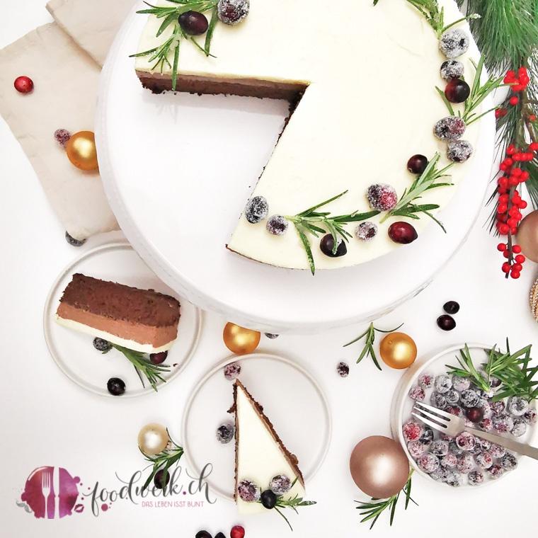 Festtagstorte mit zwei Schichten Schokoladenmousse