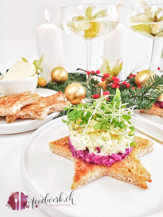 Toast Stern mit Käsetatar aus Heumilch und Rotkraut mit Apfel