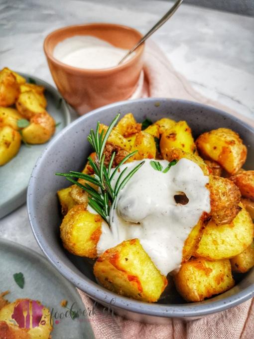 Herrlich knsuprige Knoblauch Parmesan Kartoffeln mit Suaerrahm Dip