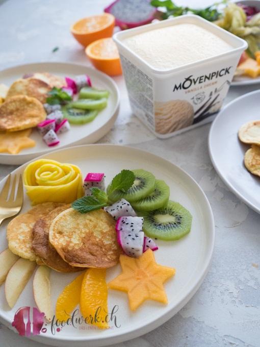 Kokos Pancakes (glutenfrei und lowcarb) mit Früchten und Mövenpick Vanilla Dream