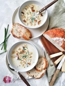 Milchsuppe mit Käse und Brot