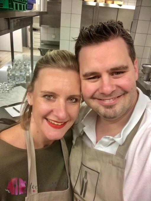 Caro und Tobi in der Hotelküche wie früher