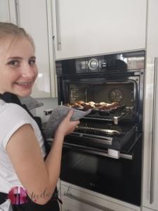 Liv ist stolz auf ihre Schokomuffin