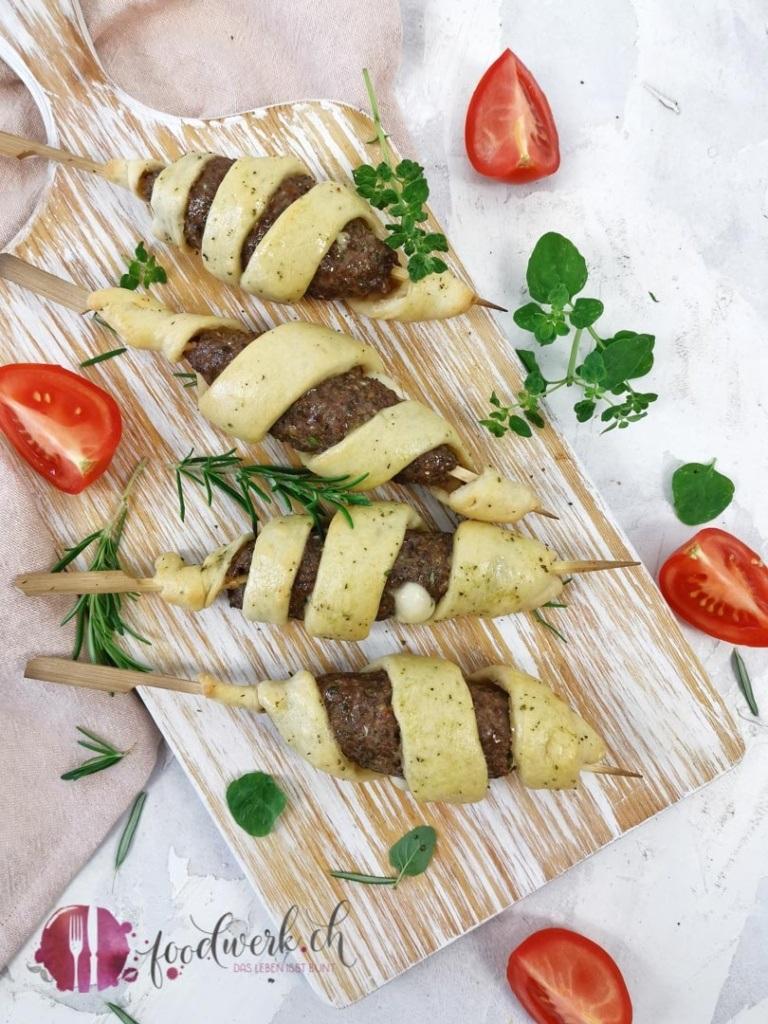Grill Hackfleisch Spiesse mit Mozzarella