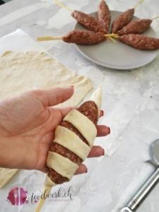Hackfleischspiess mit Pizzateig ummanteln