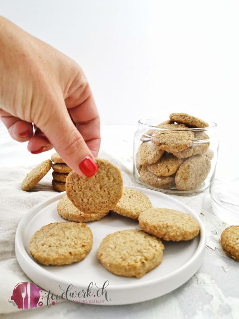 Haferflocken Vollkorn Keks mit Hand
