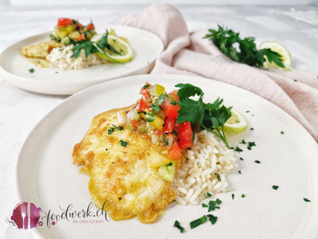 Herrlich frischer MSC Goldbutt mit Topping von Tomate mit Petersilie, Olivenöl und Zitronensaft