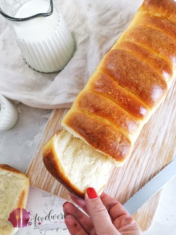 Brioche Brot frisch aus dem Backofen. Herrlich wattig und locker