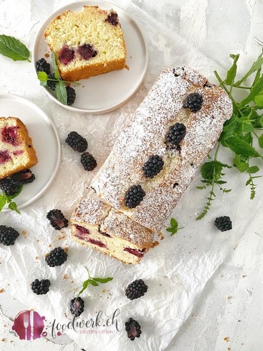 Herrlich leichter Joghurt-Cake mit Bombeeren