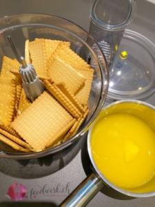 Kekse mit Butter zerkleinern