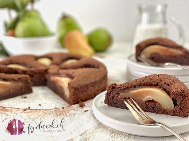 Saftiger Schokoladenkuchen mit Birnen