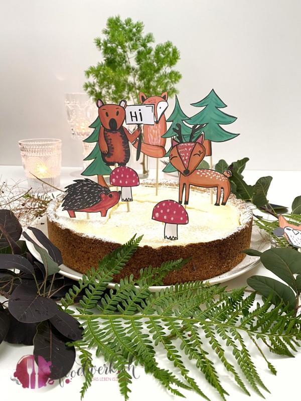 Waldtiere auf zitronigem Kaesekuchen