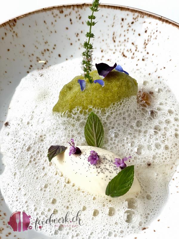 Dessert mit Kraeutern Hoechsten