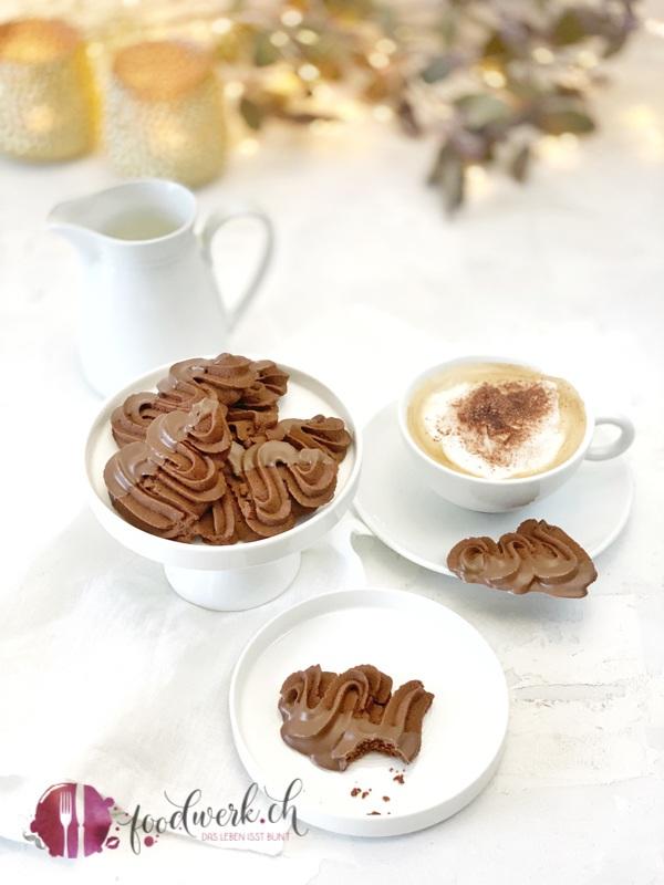 Schokoladen Spritzgebäck mit Cappuccino