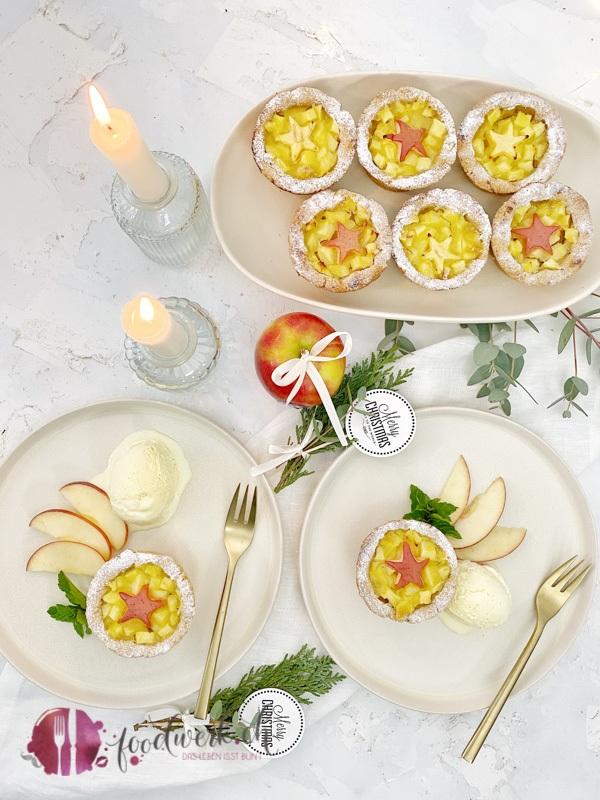 Apfelkuechlein als Dessert mit Jazz Apfel und Vanilleglace