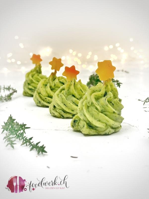 Kartoffel Duchesse Tannenbäume mit Spinat als Beilage