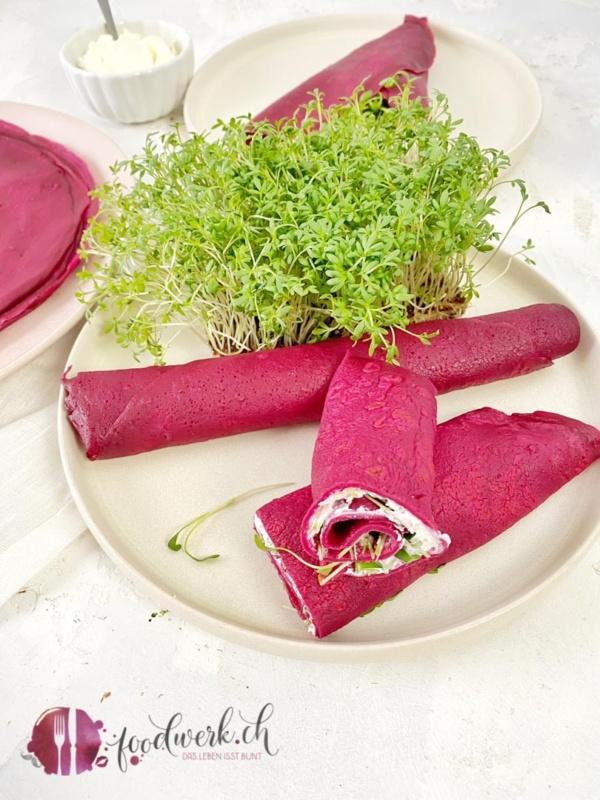 Gerollte Randencrêpes mit Frischkäse und Kresse