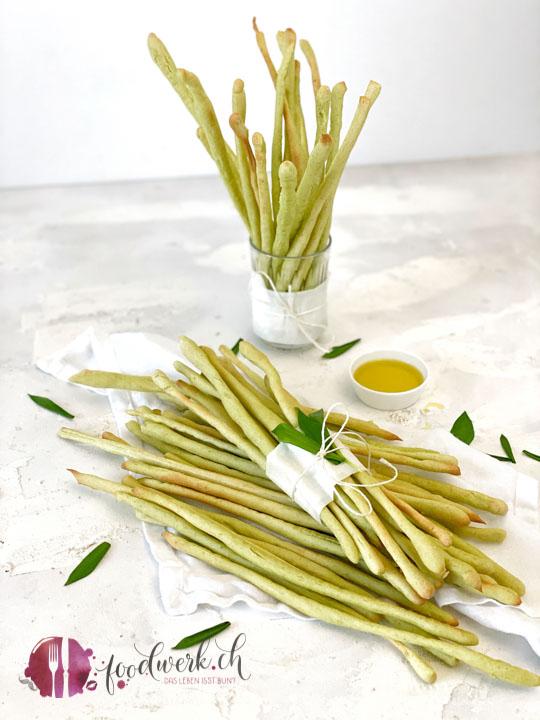 Bärlauch Grissini mit Olivenöl im Glas