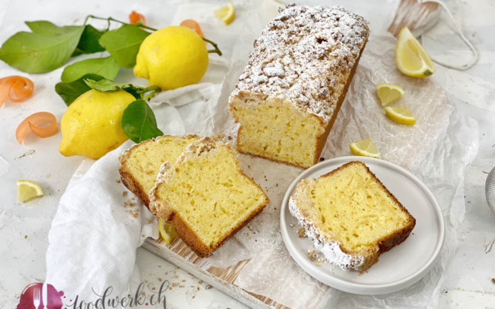 Cake mit Dinkelmehl, Karotten und Zitrone mit Streusel