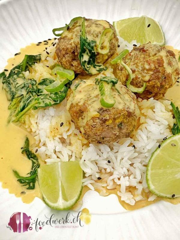 Leckere Puten Hackbällchen an leichter Curry-Kokos Sauce