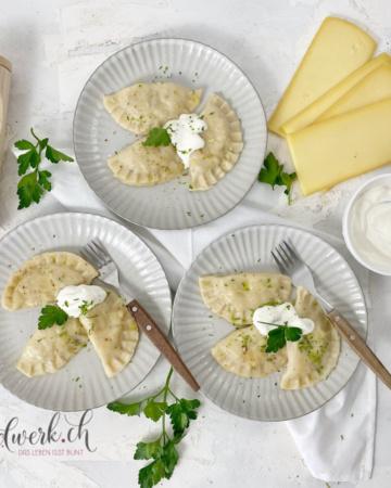 Pierogi Schweizer Art mit Raclette Käse