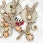 Servietten mit Eier als Tischdeko für den Osterbrunch