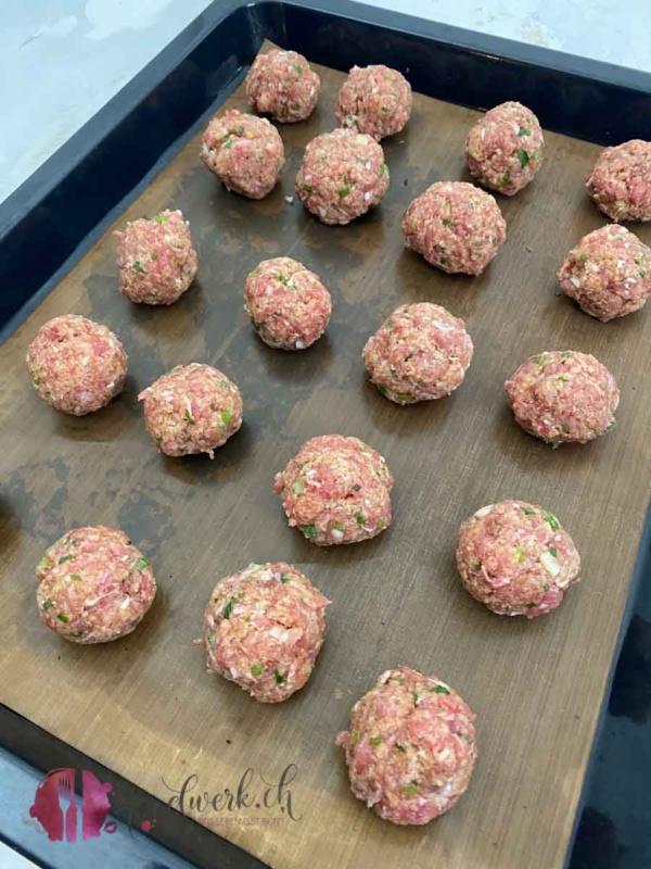 truten meatballs auf backblech