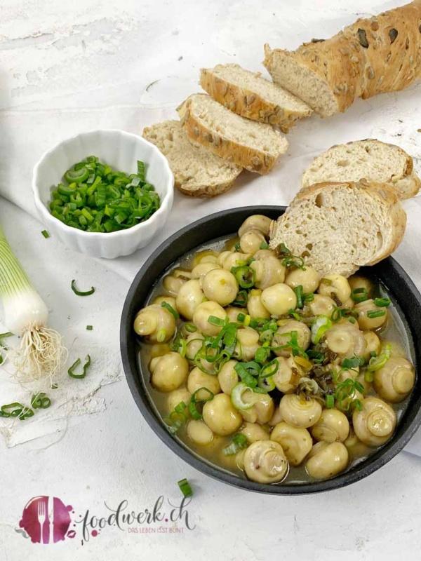 Champignons mit weisser Balsamico/Honig Sauce und frischem Baguette