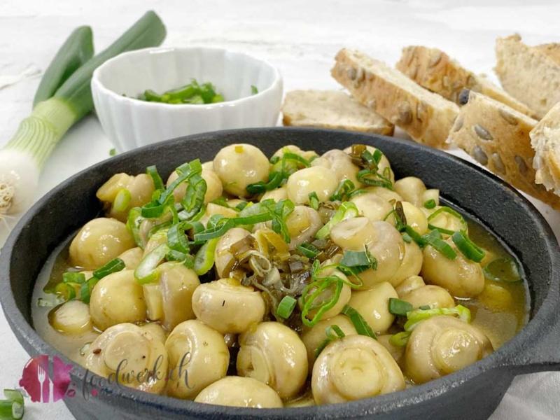 Pfanne voll mit Pilzli mit weisser Balsamico Sauce