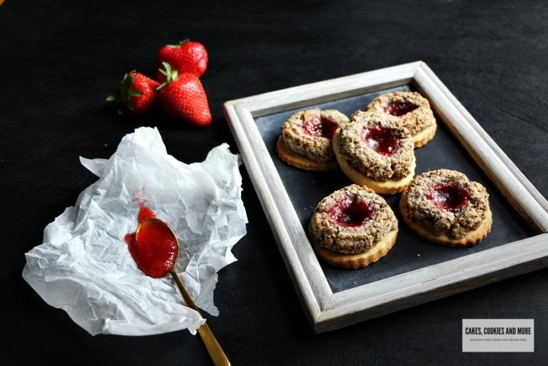 Vogelnestli mit Erdbeeren und Rhabarber - Cake cookies and more