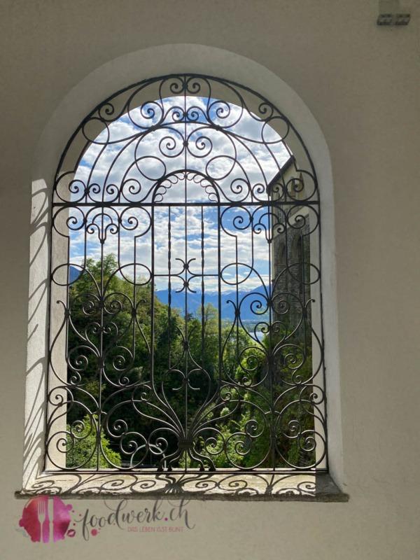 Gitterfesnter in der Madonna del Sasso