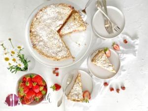 Streuselkuchen mit Erdbeeren und Rhabarber