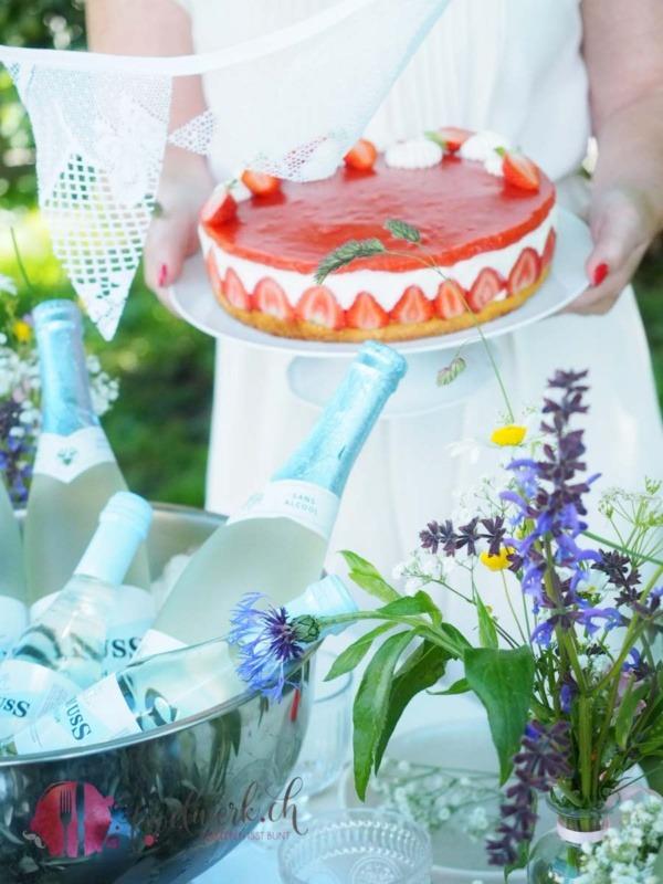 Erdbeer Torte für Midsommar Buffet