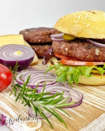 Raclette Suisse Burger im Burger Bun