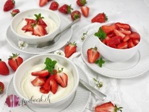 Griesscreme nach Omas Rezept mir Erdbeeren