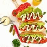 Grill Hot dog mit der besten Hot Dog Sauce