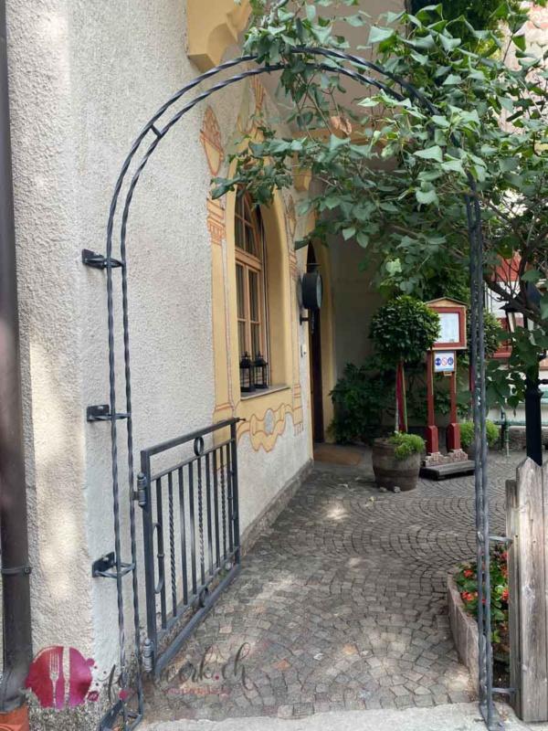 Eingang zum Schlosswirt Forst