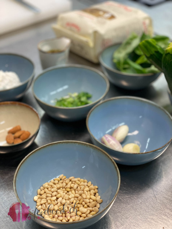 Zutaten für das Zucchini Petso in der blauen Traube Algund
