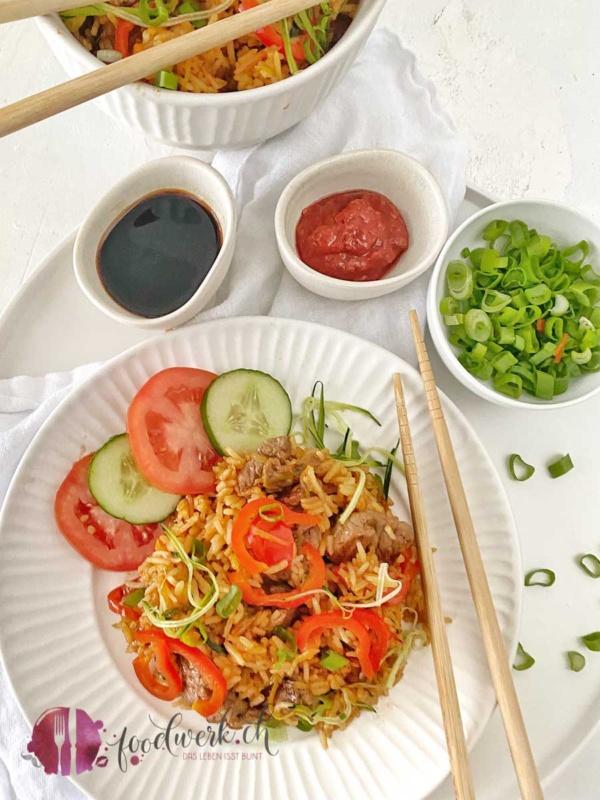 Chop Suey mit frischem Gemüse und Rindfleisch